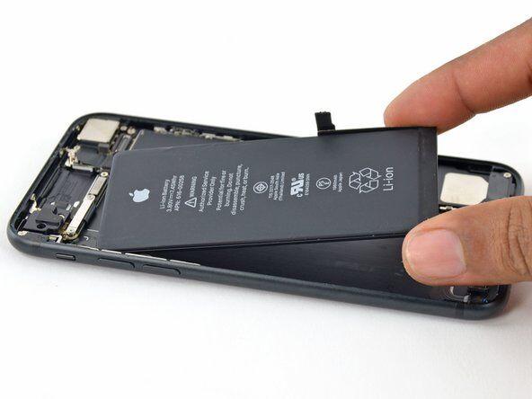 Заміна акумулятора iPhone 7